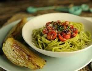Spaghetti with Creamy Avocado Pesto and Roasted Tomatoes 500p