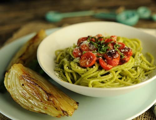 Spaghetti with Creamy Avocado Pesto and Roasted Tomatoes 500p