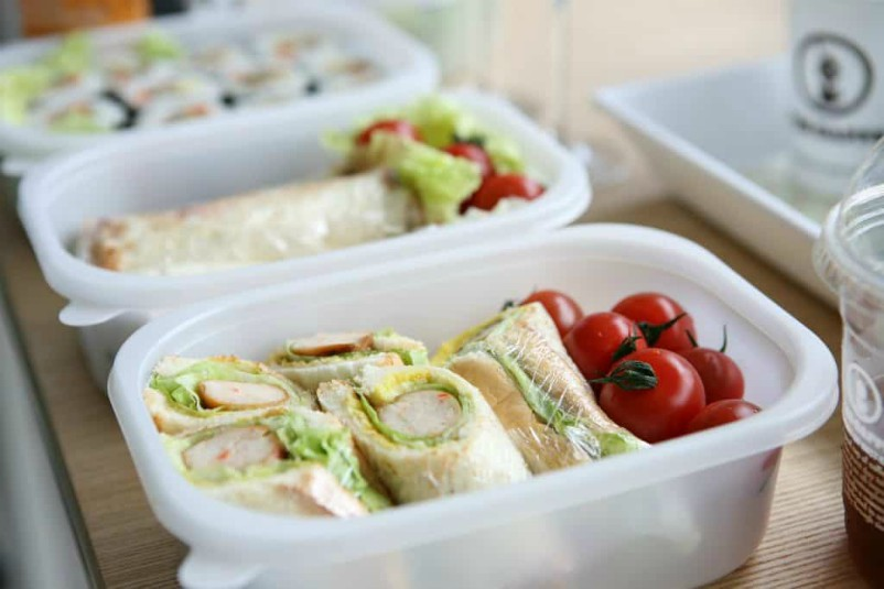 packed food in lunch boxes