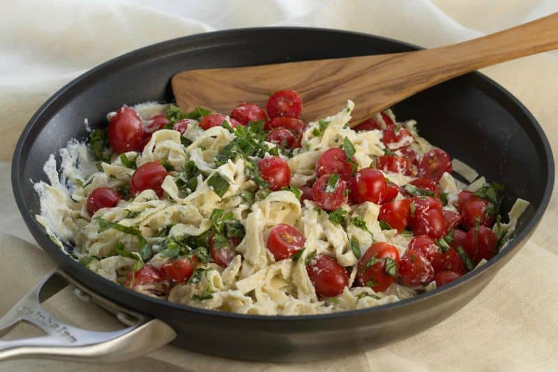Healthy Fettuccine Alfredo with Cherry Tomatoes