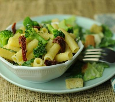 Macaroni with Broccoli and Sundried Tomatoes