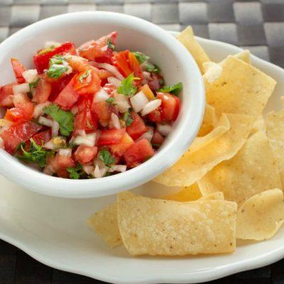 Pico De Gallo (Fresh Salsa) with Tortilla Chips